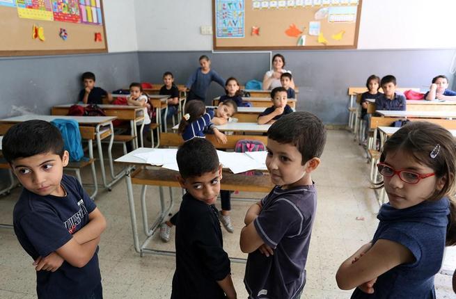 الحريري وسعد: حل مشكلة الطلاب الفلسطينيين القدامى في مدارس صيدا الرسمية