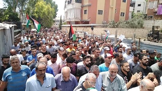 الآلاف من مخيم البرج الشمالي يحتجون على قرار وزير العمل اللبناني الجائر بحق اللاجئين الفلسطينيين في لبنان