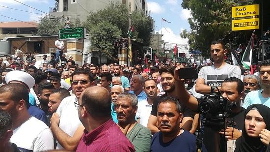 عمل اللاجئين الفلسطينيين بين الـ «ميكرو» والـ «ماكرو».. أي توازن بين الإنساني والسيادي؟