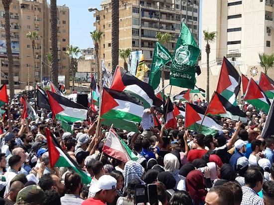 «فتح» تدعو إلى وقف الاحتجاجات و«حماس» تستمر بالتصعيد