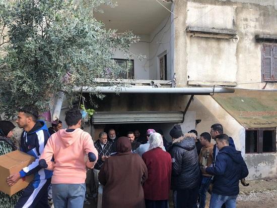 حماس تستكمل حملتها الإغاثية في مخيم برج الشمالي في صور
