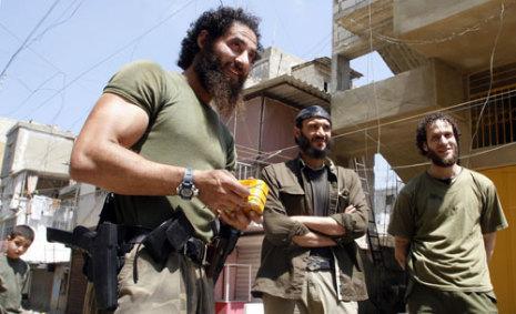 """تحركات مريبة لـ""""جند الشام"""" و""""فتح الاسلام"""" في مخيم عين الحلوة"""
